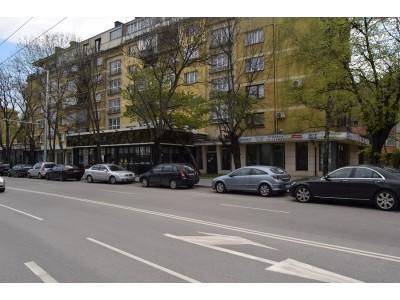 Mагазин с голямо лице на бул. Арсеналски