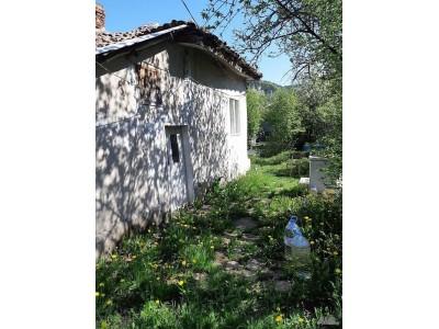 Компактна къща в гр. Брезник