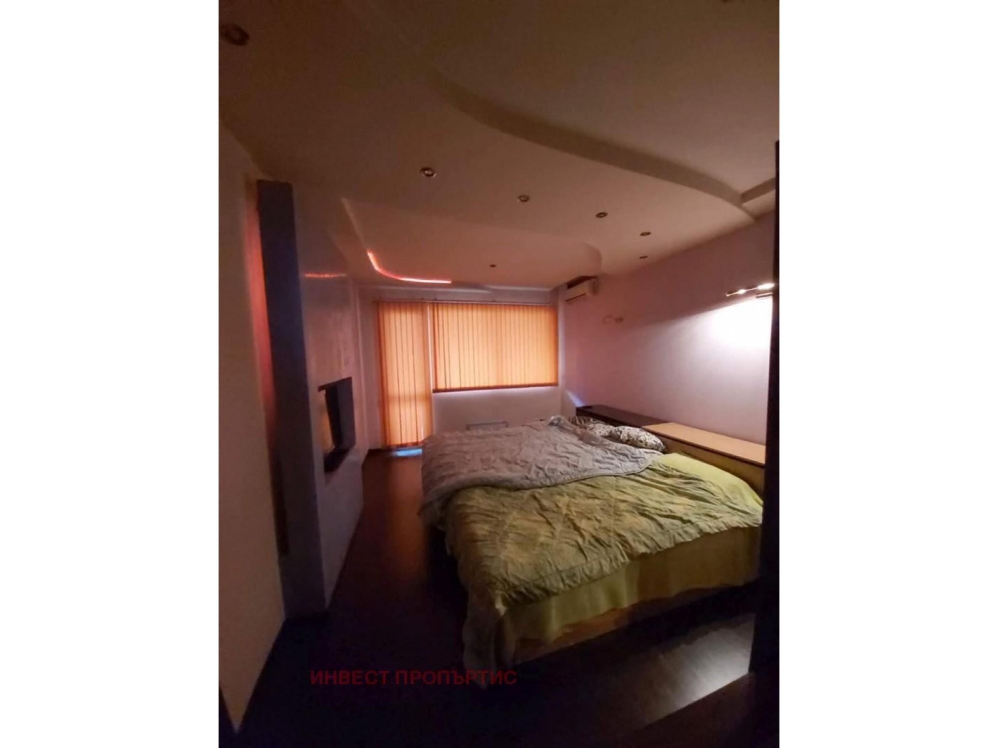 Луксозно ремонтиран тристаен апартамент в кв.Банишора