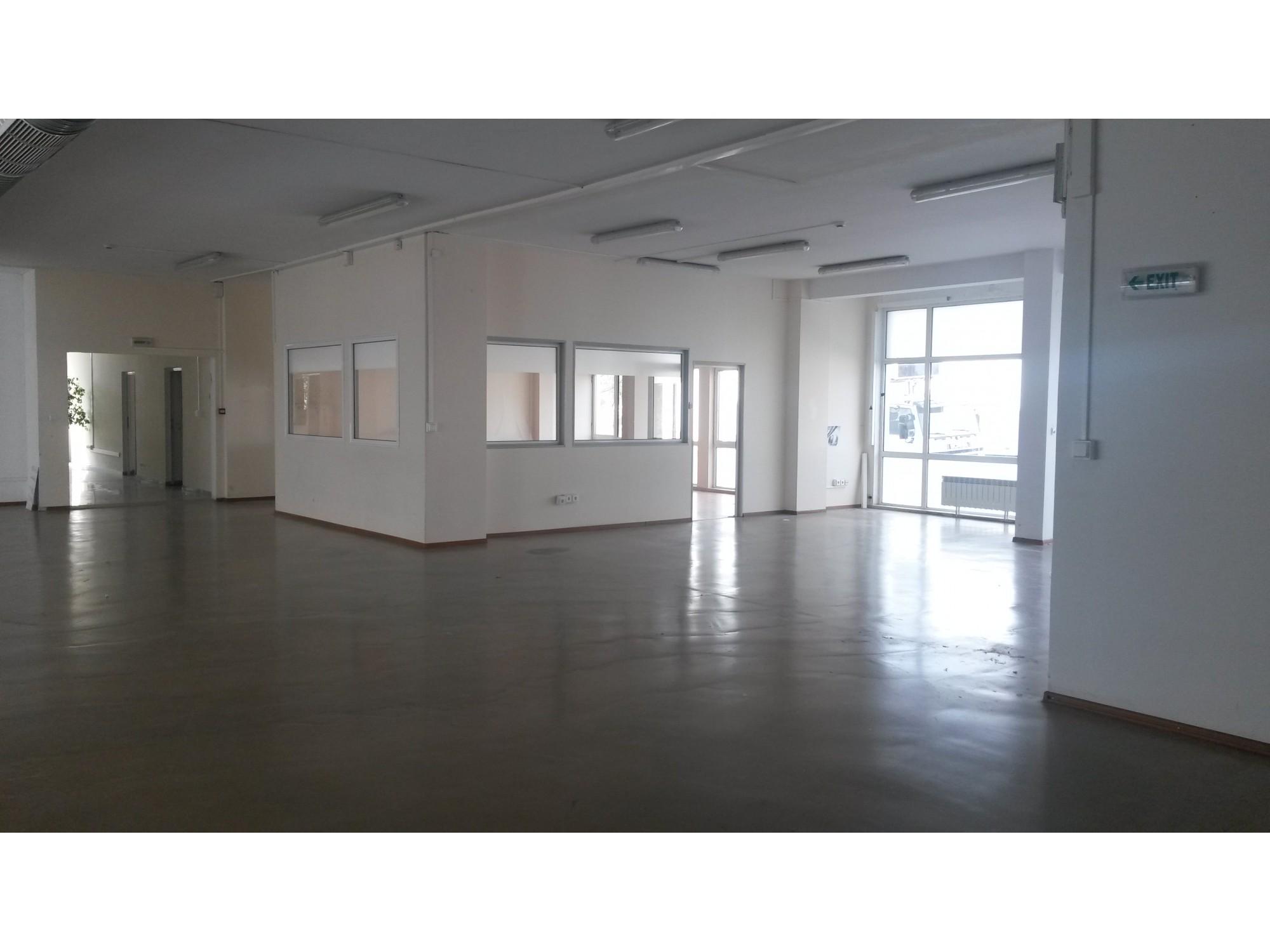 Офис и складови площи на топ локация в кв.Хладилника