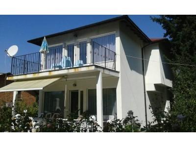 Просторна и напълно обзаведена къща със страхотна панорама в с.Герман