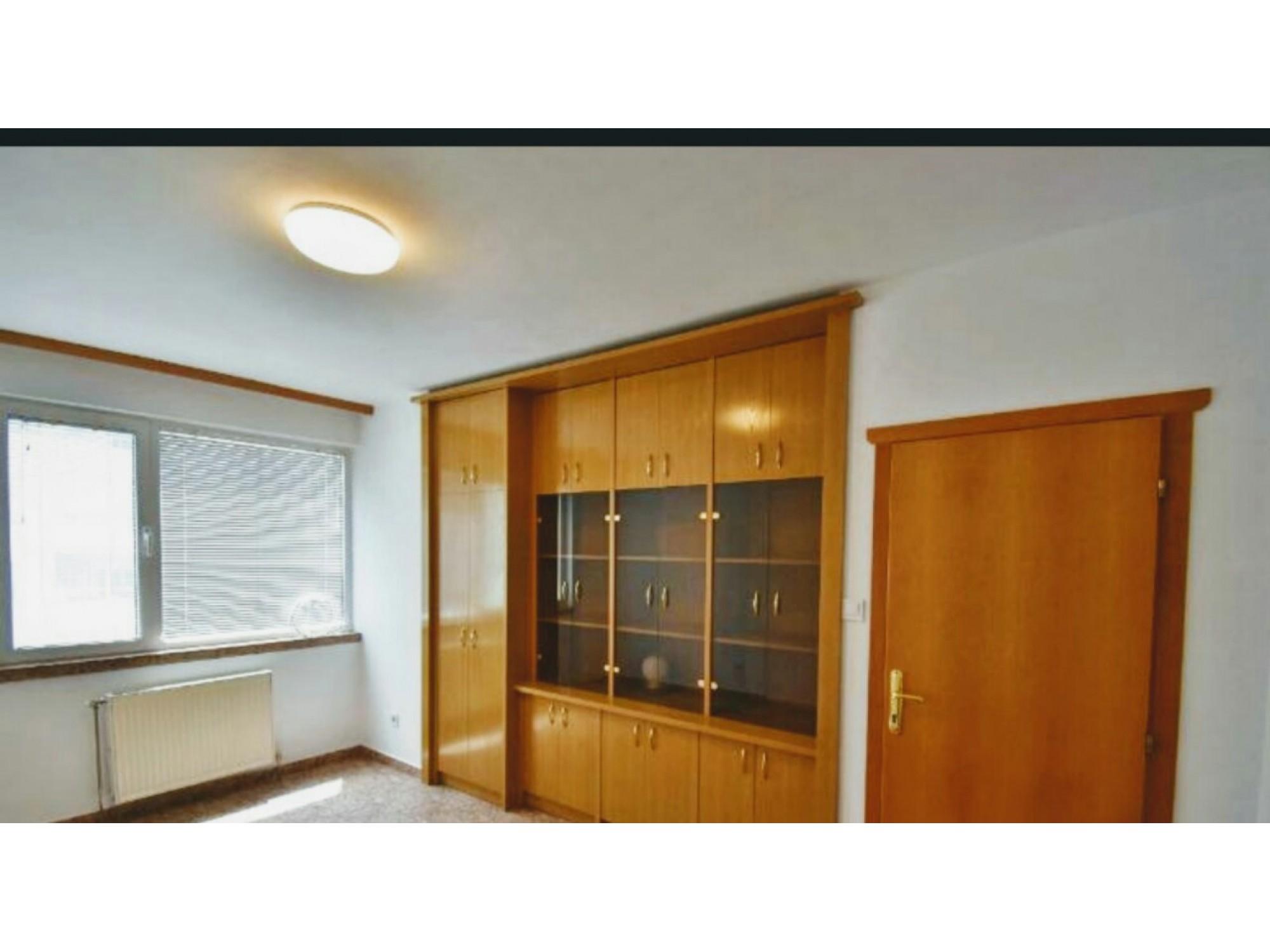 Стилно довършен тристаен апартамент в Хиподрума