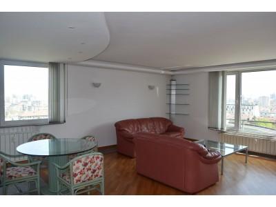 Луксозно обзаведен тристаен апартамент в кв.Изток