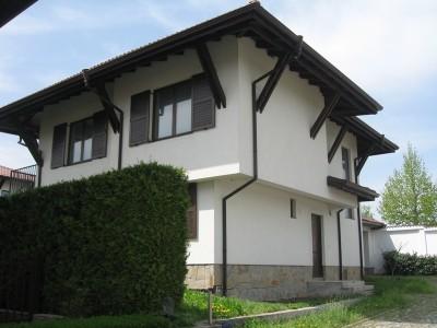 Стилна къща  в затворен комплекс в с.Долни Лозен