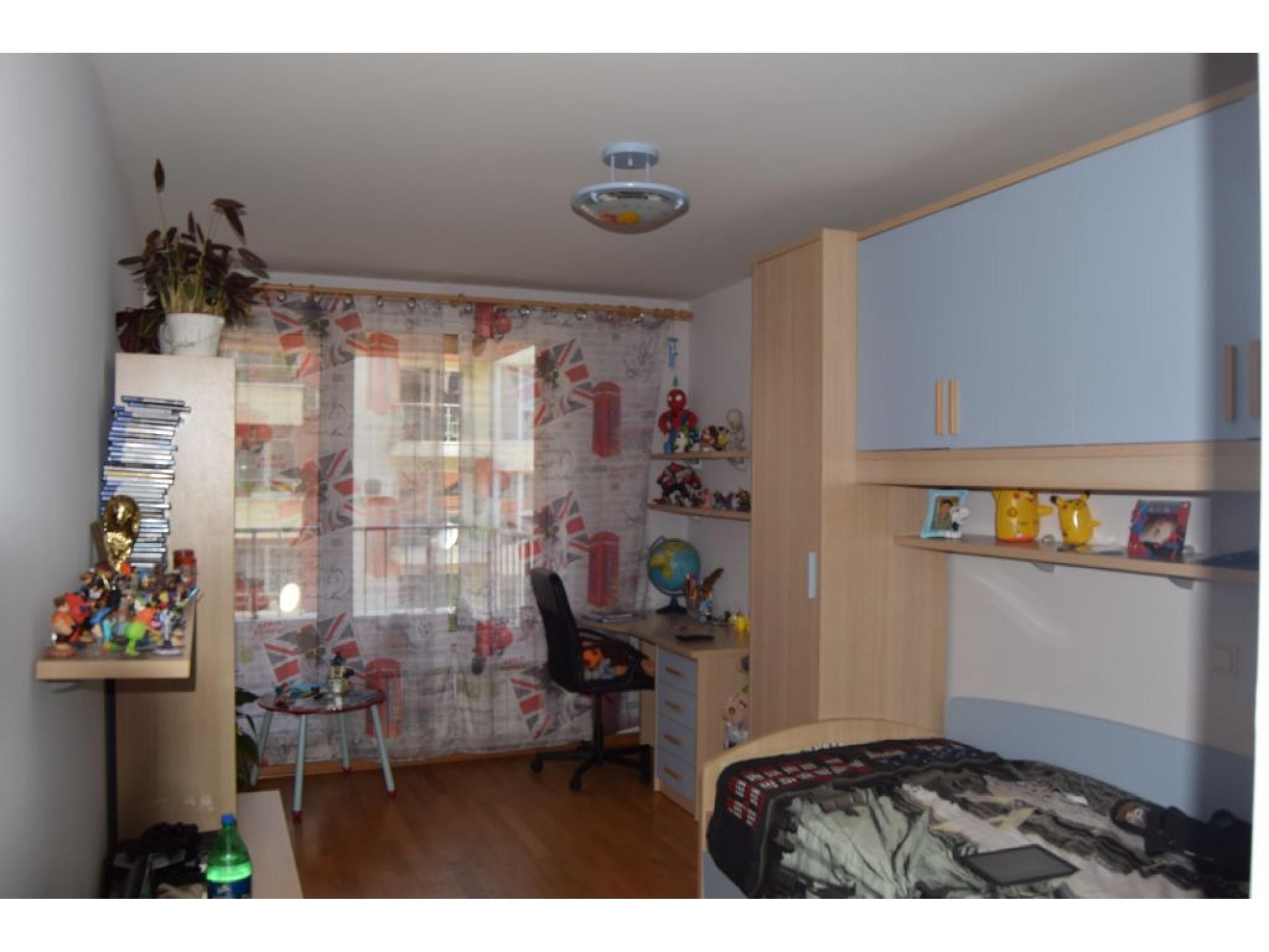 НАПЪЛНО ОБЗАВЕДЕН четиристаен апартамент