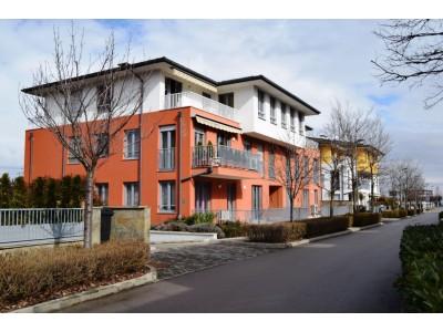 Обзаведен тристаен апартамент под наем в най-елитния затворен комплекс