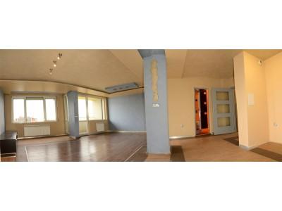 четиристаен апартамент с панорама и паркомясто в кв.слатина